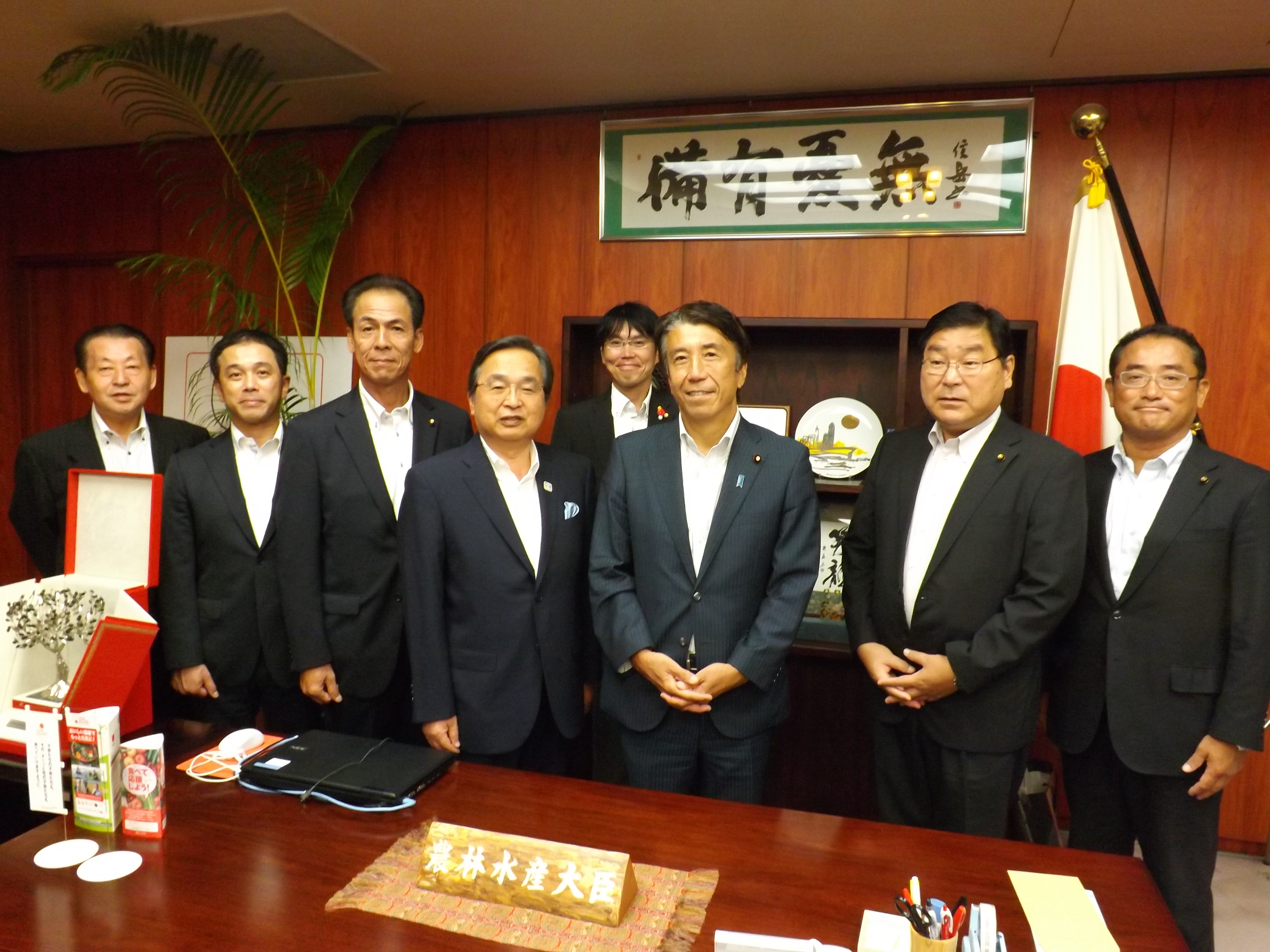 右から3番目は齋藤健農林水産大臣